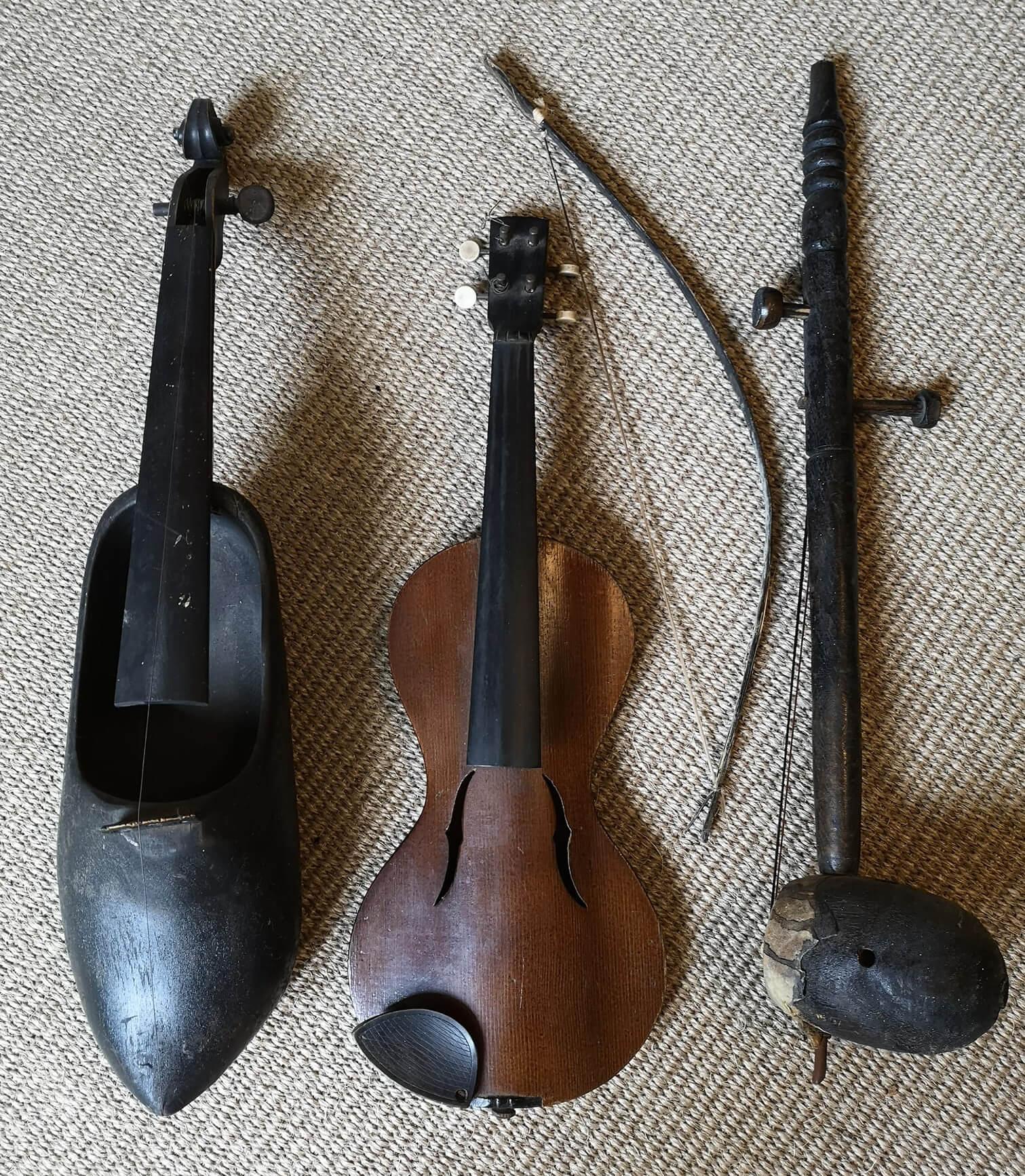 Clog violin